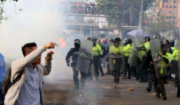 Este uno de los momentos en los que se registro el enfrentamiento entre la Policía y el ESMAD