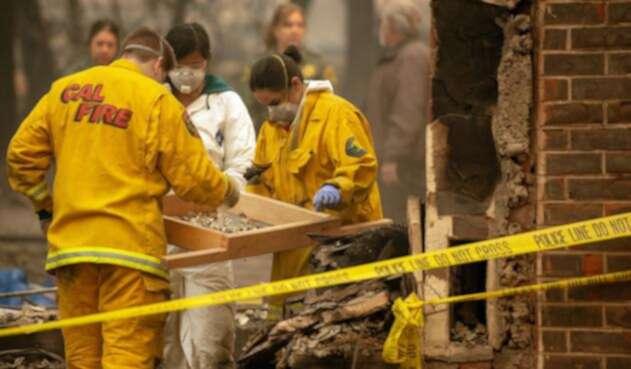 """Los rescatistas continúan la búsqueda de víctimas del """"Camp Fire"""", el incendiomás letal en la historia del estado."""