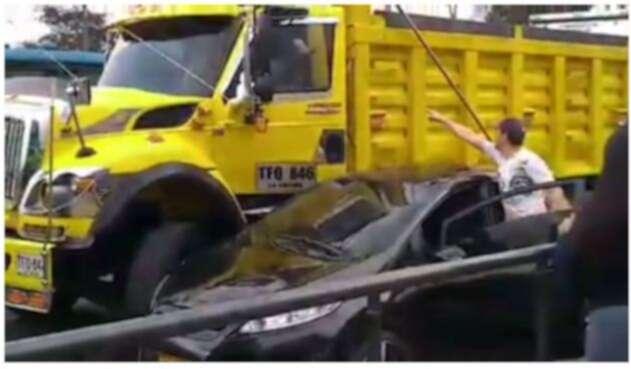 La intolerancia entre conductores en Bogotá suscitó insólito hecho.
