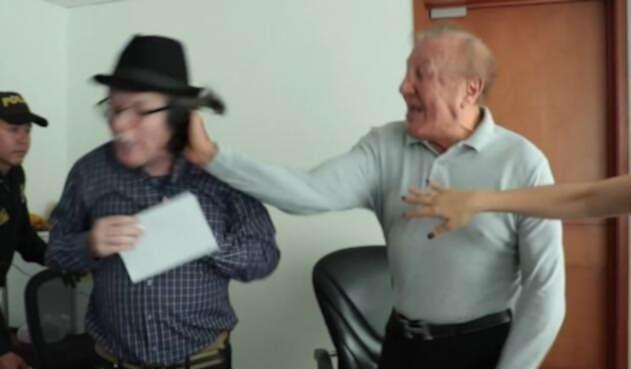 Este es el momento en que se presenta la agresión del alcalde, Rodolfo Hernández al concejal John Claro.