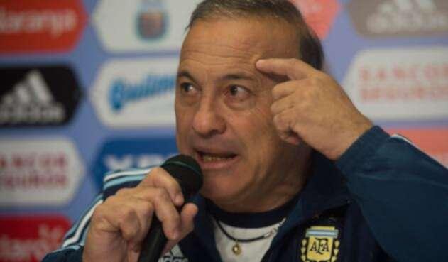 Julio Olarticoechea, entrenador argentino
