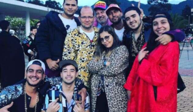 Los estudiantes junto a Daniel Samper Ospina, decidieron vestirse como Maluma para que el Gobierno les preste atención.