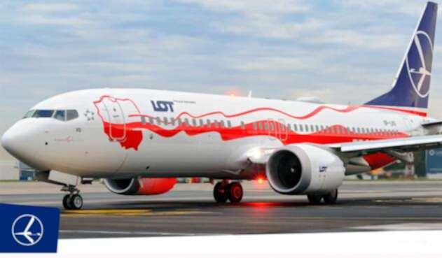 Un avión de la aerolínea de bandera polaca LOT