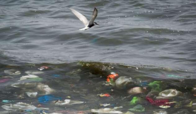 Mar contaminado de plástico