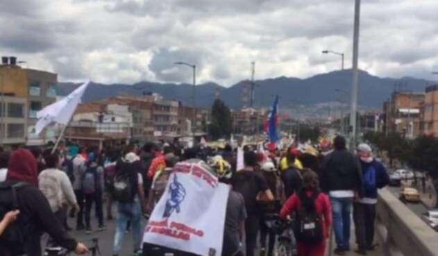 Marchas de estudiantes y trabajadores por la avenida NQS