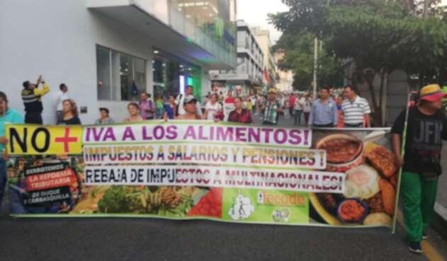 Manifestaciones por parte de docentes y centrales Obreras