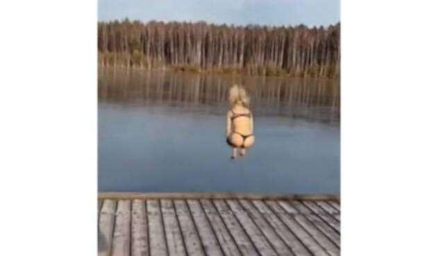Mujer se accidentó así en lago ruso