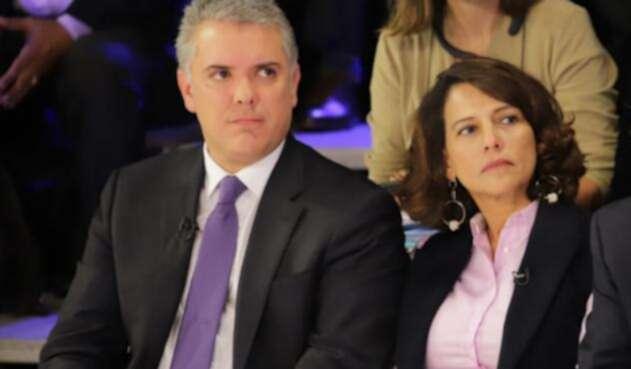 El presidente Iván Duque junto a Nancy Patricia Gutiérrez, ministra del Interior