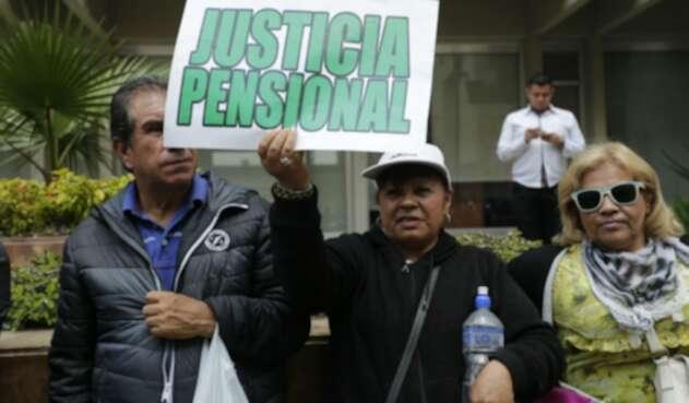 Los pensionados del país insisten en reclamar la reducción de sus aportes a pensión.