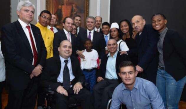 Presidente Iván Duque con glorias del deporte colombiano