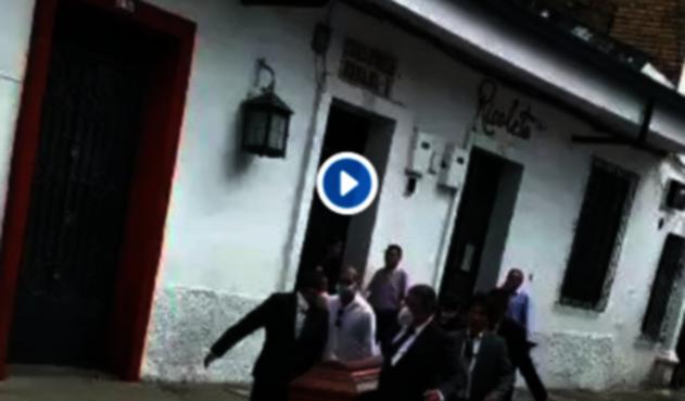 La familia en Popayán, en medio de un sepelio y la protesta estudiantil