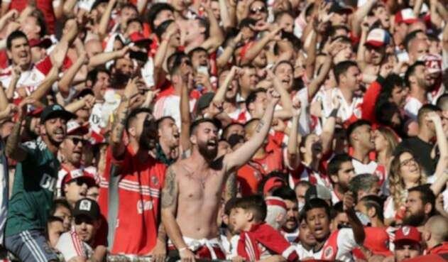 La gran final de la Copa Libertadores se vio permeada por desmanes por parte de hinchas.