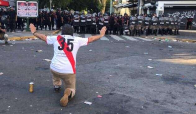 Enfrentamientos durante el día de la final aplazada de la Libertadores