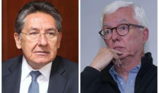Néstor Humberto Martínez (der) y Jorge Robledo (izq)