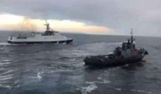 Barcos rusos atacan navíos ucranianos