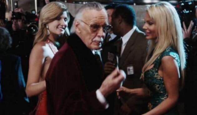 Tony Stark le dijo a Stan Lee en Iron Man (2008) 'te vez bien Hef', en referencia a su papel como Hugh Hefner, el recordado fundador de Playboy.