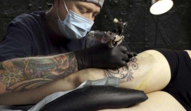 Capturado tatuador que abusaba de sus clientes