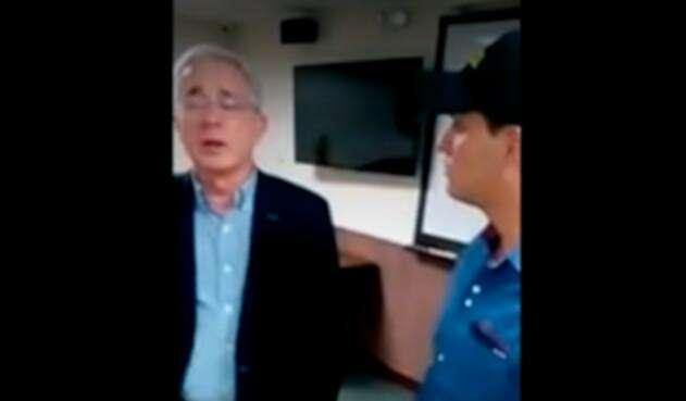 """El expresidente Álvaro Uribe instando al presidente a que """"Duque enderece"""""""