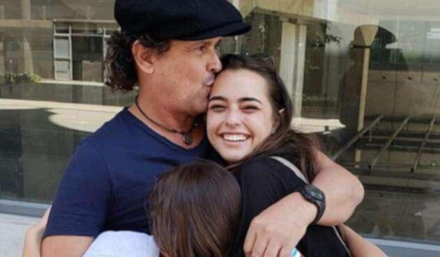 El cantante afirmó que aunque es difícil como padre, apoya a su hija en lo que hace.