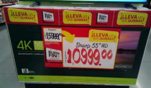 Los televisores en oferta en el Walmart Toreo de México