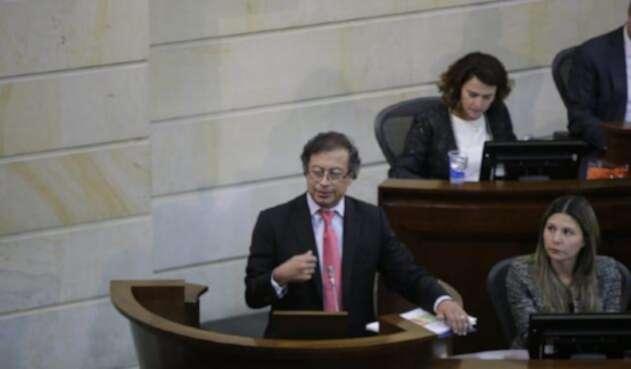 Gustavo Petro durante su intervención en el debate