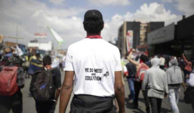 Miles de estudiantes llevaron a cabo la marcha número sexta en el país por mayor presupuesto para la educación superior.