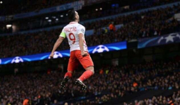 Falcao en una noche mágica de Champions tras anotarle al City en el Etihad Stadium