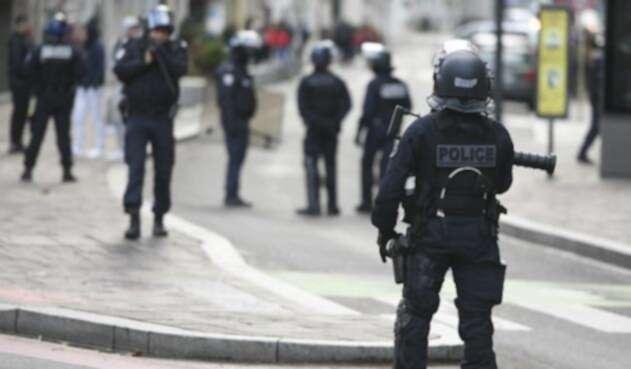 Un muerto y seis heridos en tiroteo en Mercado de Navidad de Estrasburgo.