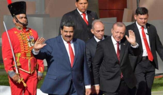 El presidente venezolano Nicolás Maduro y su par turco Recep Tayyip Erdogan.