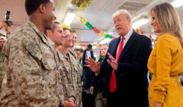 Donald Trump llegó a visitar a las tropas estadounidenses en Irak.