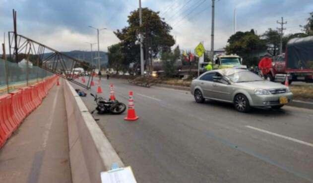 Se desplomó estructura sobre motociclista en vía Bogotá - Girardot