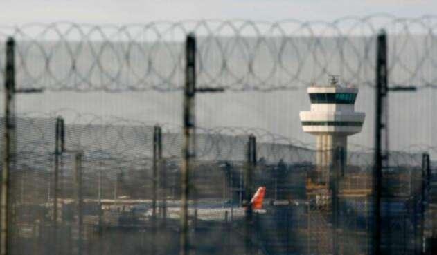 Operaciones en el aeropuerto de Gatwick detenidas por un unos drones