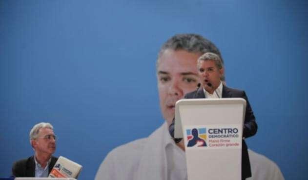 Álvaro Uribe Vélez, senador (izq) e Iván Duque, presidente (der)