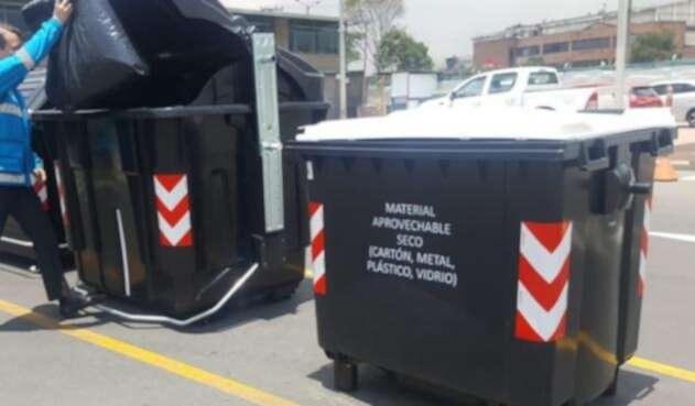 La ciudad de bogotá, estrena nueva flota de buses y contenedores en pro del medio ambiente.