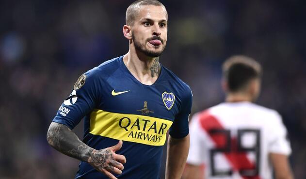 competitive price e8b4a 3b3ff Benedetto celebra gol de Boca sacando lengua a defensas de ...