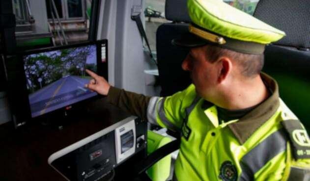 Las fotomultas seránvalidadas por un agente de tránsito para imponer el comparendo.