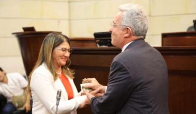 Álvaro Uribe y Criselda Lobo