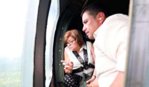Gloria María Borrero, ministra de Justicia, sobrevolando cultivos ilícitos en Tumaco (Nariño)