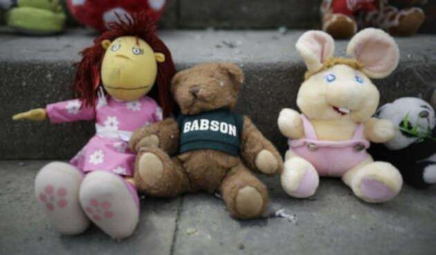 Cientos de juguetes se tomaron el Congreso de la República en noviembre de 2018 en rechazo al abuso sexual de niños.