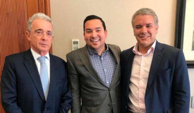 Juan Manuel Daza (centro) junto al expresidente Álvaro Uribe y el presidente Iván Duque