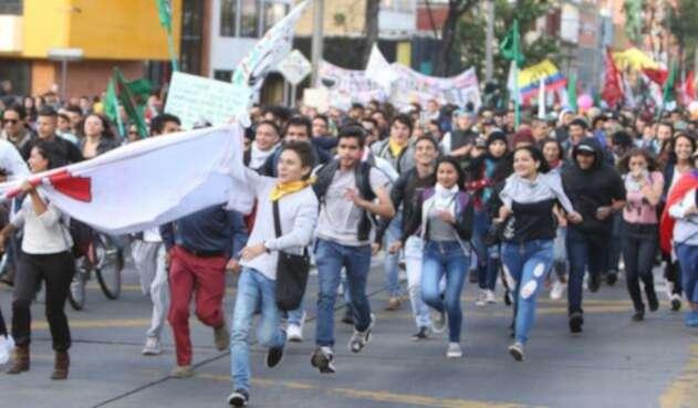 Estudiantes salieron una vez más a las calles para pedirle al Gobierno por presupuesto para la educación.
