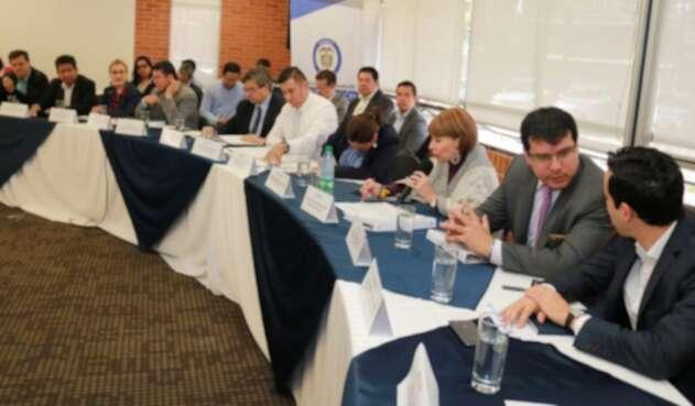 Mesa de reunión del salario mínimo.