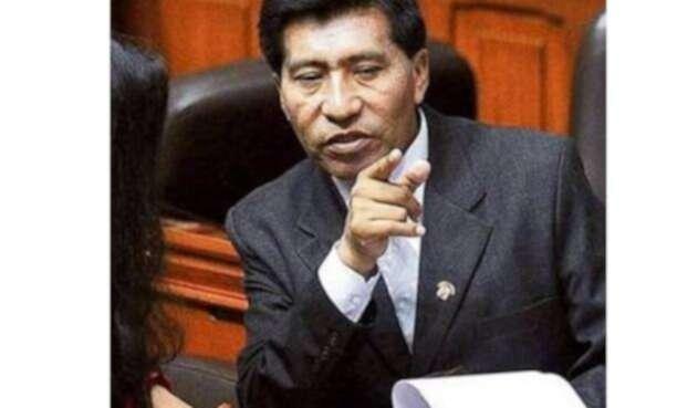 El congresista peruano Moisés Mamani, acusado de abusar de una azafata.