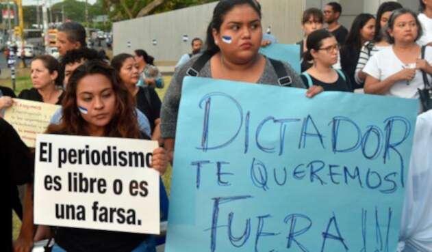 Estudiantes y periodistas protestando en memoria de Ángel Gaona, asesinado el 21 de abril de 2018. La protesta tuvo lugar el 26 de abril en la Universidad Centroamericana de Managua