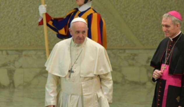 El Papa Francisco realizó una visita navideña a Benedicto XVI.