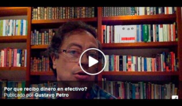 El senador Gustavo Petro en el video que publicó