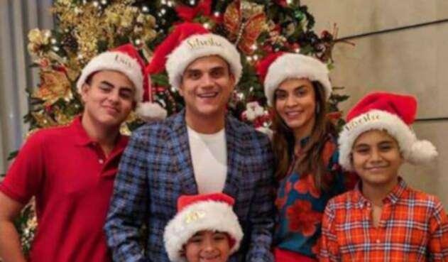 Silvestre Dangond y su familia en Navidad