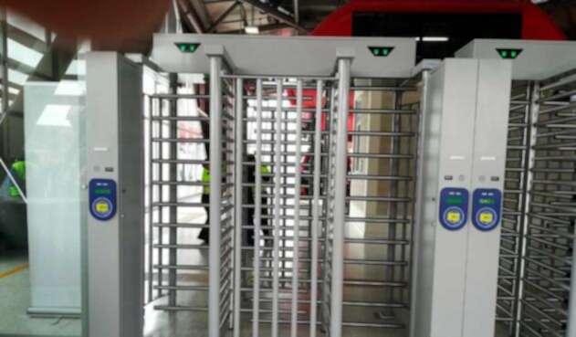 Puerta anticolados para Transmilenio