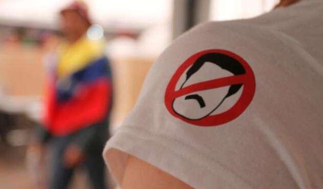 La camiseta que porta un ciudadano venezolano residente en Bogotá