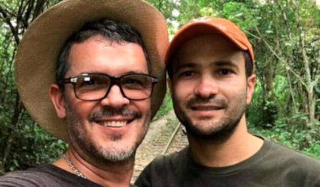 Guillermo Vives y su esposo José Maya